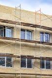Термоизоляция внешней твердой стены стена дома под реновацией стоковое фото