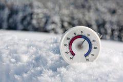 Термометр в снежке Стоковая Фотография RF