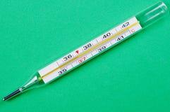 термометр предпосылки близкий зеленый вверх Стоковые Фото