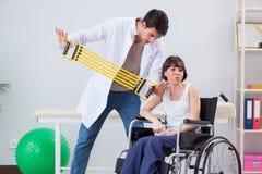 Терпеливый брать в больнице после травмы ушиба Стоковые Изображения