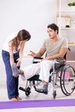 Терпеливый брать в больнице после травмы ушиба стоковые изображения rf