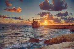 Терпетьая кораблекрушение шлюпка Стоковая Фотография