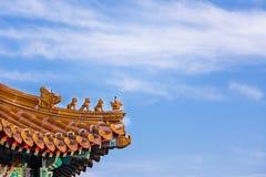 Терракота бога и животного на китайской традиционной крыше покрывает Стоковые Изображения RF