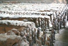 Терракота ваяет показывать армии Qin Shi Huang, первого императора Китая стоковые фото