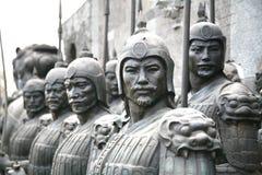 Терракота ваяет показывать армии Qin Shi Huang, первого императора Китая стоковые изображения