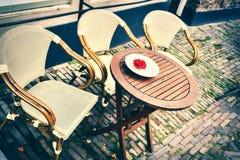 Терраса кафа в малом европейском городе Стоковое Фото