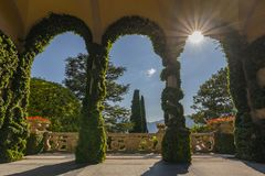 Терраса на Вилле del Balbianello, одном из положений фильма Звездных войн, в Lenno, озеро Como, Италия стоковое фото rf