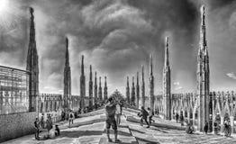 Терраса на крыше готического собора в милане, Италии Стоковая Фотография RF