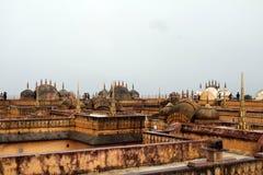Терраса на крыше форта Nahargarh на холме в Джайпуре стоковые фотографии rf