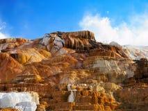 Терраса Mammoth Hot Springs в национальном парке Йеллоустона Стоковые Изображения