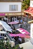 Террасы запирают городское Saintes-Maries-de-Ла-Mer стоковые изображения
