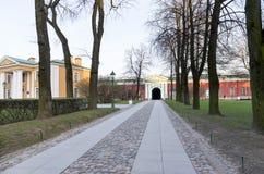 Территория внутри крепости Питер и Пол в Санкт-Петербурге стоковые фото