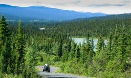 территория yukon дороги canol Канады северная стоковая фотография rf