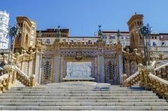 Теруэль городок в Арагоне, Испании, важной для Mudejar, лестница Escalinata стоковое изображение