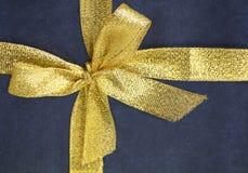 тесемка золота смычка близкая вверх Стоковая Фотография RF
