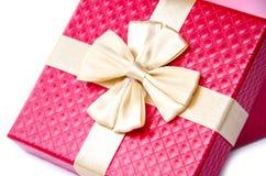 тесемка красного цвета золота подарка коробки Стоковое Изображение RF