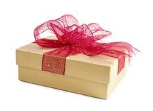 тесемка красного цвета золота подарка коробки Стоковые Фотографии RF