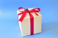 тесемка красного цвета подарка коробки Стоковая Фотография