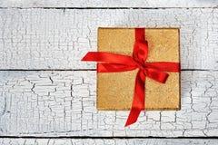 тесемка красного цвета подарка коробки Стоковые Фотографии RF