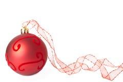 тесемка красного цвета рождества bauble Стоковое Изображение RF