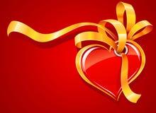 тесемка красного цвета сердца приветствию золота карточки Стоковая Фотография