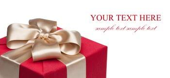 тесемка подарка крупного плана коробки золотистая красная Стоковые Фото