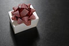 тесемка подарка коробки декоративная Стоковые Изображения RF