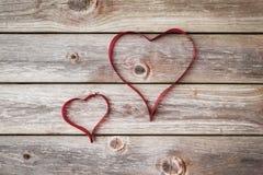 тесемка 2 сердец Предпосылка дня Валентайн Стоковое Изображение RF