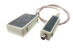 Тестер кабеля сети и удаленный зонд с UTP привязывают на белой предпосылке Стоковая Фотография RF