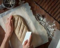 Тесто вырезывания для хлеба Стоковые Фото