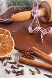 Тесто для печений, специи и ингридиента рождества для печь пряника, концепции времени рождества Стоковые Фото