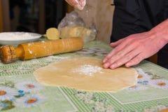 Тесто на таблице Стоковые Изображения