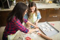 Тесто печенья вырезывания в различных формах Стоковые Фото