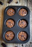 Тесто пирожных или булочек шоколада сырцовое Стоковые Изображения RF