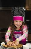 Тесто подготовленное молодым шеф-поваром еды Стоковые Фото