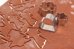 Тесто пряника для печений рождества и резцов печенья Стоковое Изображение RF