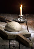 Тесто свежего хлеба на таблице Стоковое Изображение