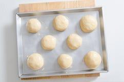 Тесто хлеба в подносе выпечки Стоковая Фотография RF