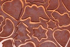 Тесто для пряника в форме сердца, звезды и рождественской елки Стоковая Фотография RF