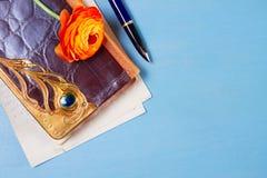 Тетрадь с цветком Стоковые Фотографии RF