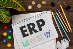 Тетрадь с ERP примечаний на таблице офиса с инструментами Concep Стоковая Фотография