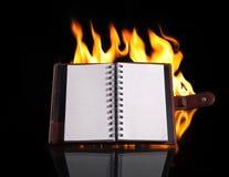 Тетрадь в пламени пожара Стоковые Изображения