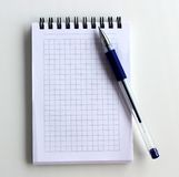 Тетрадь и ручка Стоковое Изображение