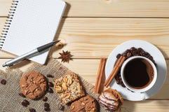 Тетрадь, кофе, печенье, печенье, завтрак, эспрессо, backgroun Стоковые Изображения