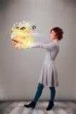 Тетрадь молодой дамы hoolding с красочными абстрактными письмами Стоковое фото RF