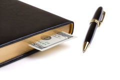 Тетрадь с закладкой и ручкой доллара Стоковые Фотографии RF