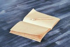 Тетрадь с прописями с стороной карандаша Стоковое Изображение RF