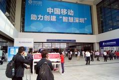 техник shenzhen фарфора справедливый, котор держат высокий Стоковая Фотография