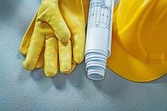 Технические чертежи перчаток безопасности шлема здания на конкретном s Стоковые Изображения