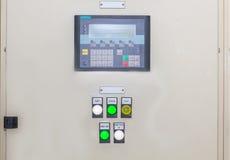 Технический дисплей на пульте управления с dev электротехнического оборудования Стоковая Фотография